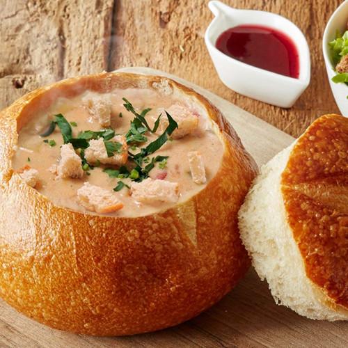 Pan relleno de crema de Sardina en Salsa de Chipotle