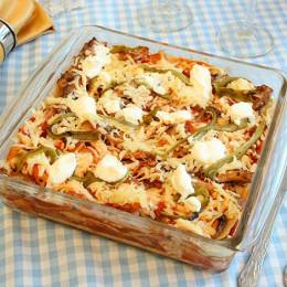 Pastel azteca con Sardina en Salsa de Tomate